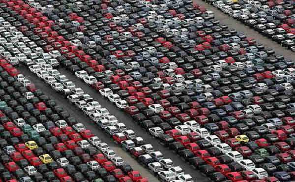 213308 - Geheime Friedhöfe: Warum verstecken Hersteller tausende Neuwagen in der Pampa?