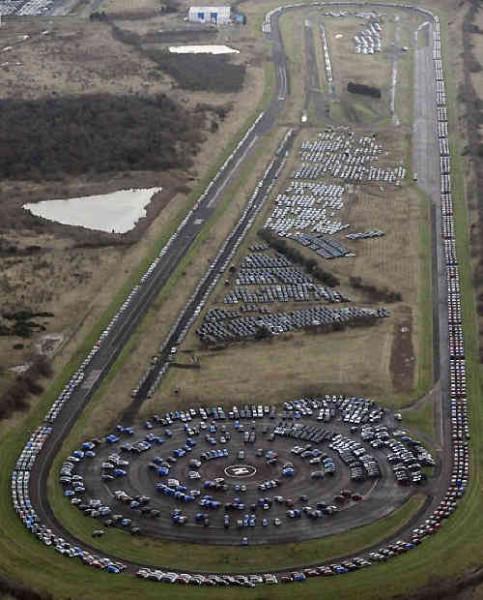 45366 - Geheime Friedhöfe: Warum verstecken Hersteller tausende Neuwagen in der Pampa?