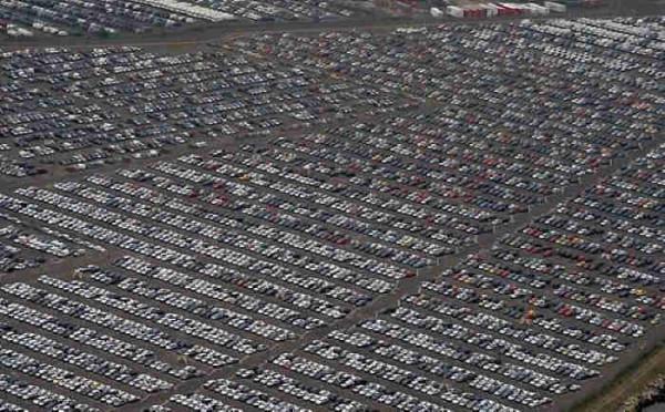 564566 - Geheime Friedhöfe: Warum verstecken Hersteller tausende Neuwagen in der Pampa?