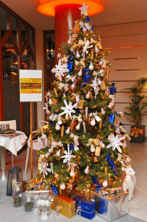 602283 597x900 - Weihnachtliche Stimmung im Casino Velden und Graf Licht