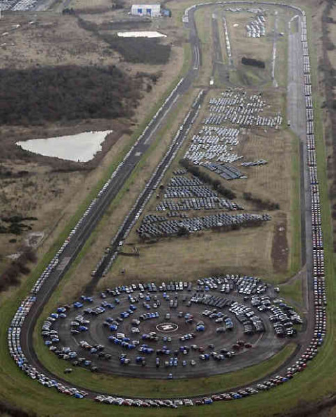 873894 - Geheime Friedhöfe: Warum verstecken Hersteller tausende Neuwagen in der Pampa?
