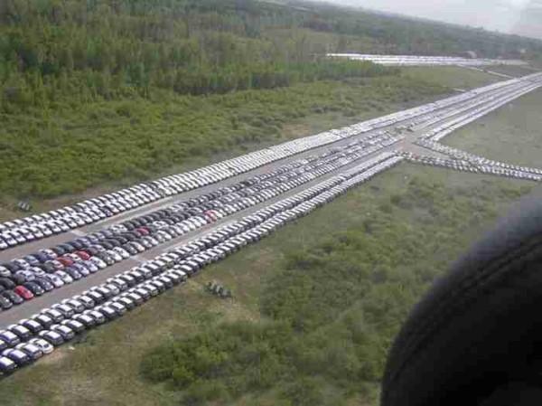 917668 - Geheime Friedhöfe: Warum verstecken Hersteller tausende Neuwagen in der Pampa?