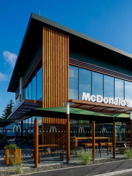 mcdonald s sterreich er ffnet sein modernstes und sch nstes restaurant in st p lten. Black Bedroom Furniture Sets. Home Design Ideas
