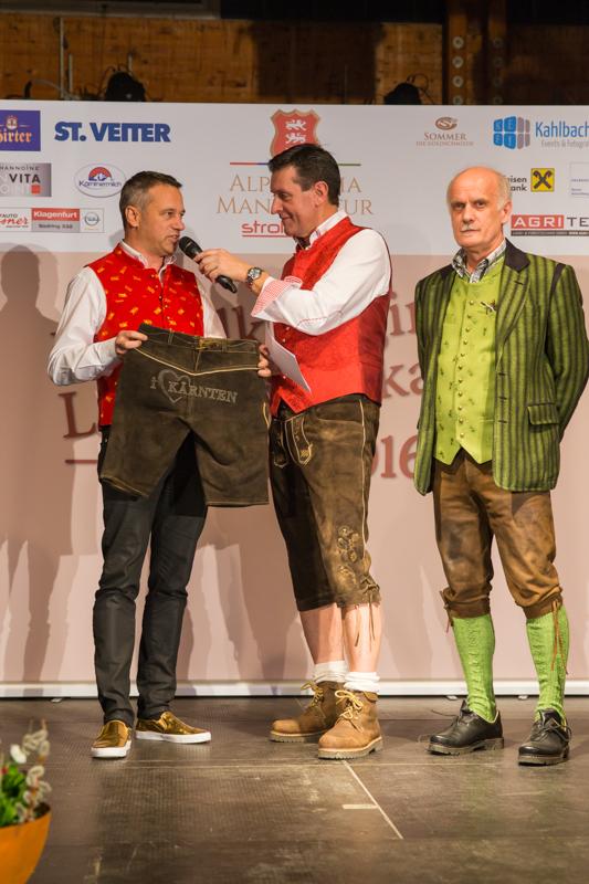 Robert Graf und Erst Strohmeier stellen die erste I Love Kärnten Lederhose vor.