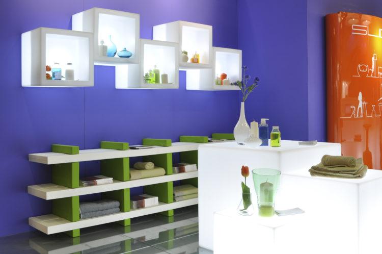 Das LED-Open-Cube ist ein Regal, das mit seiner Individualität dem Raum eine persönliche Note geben kann.