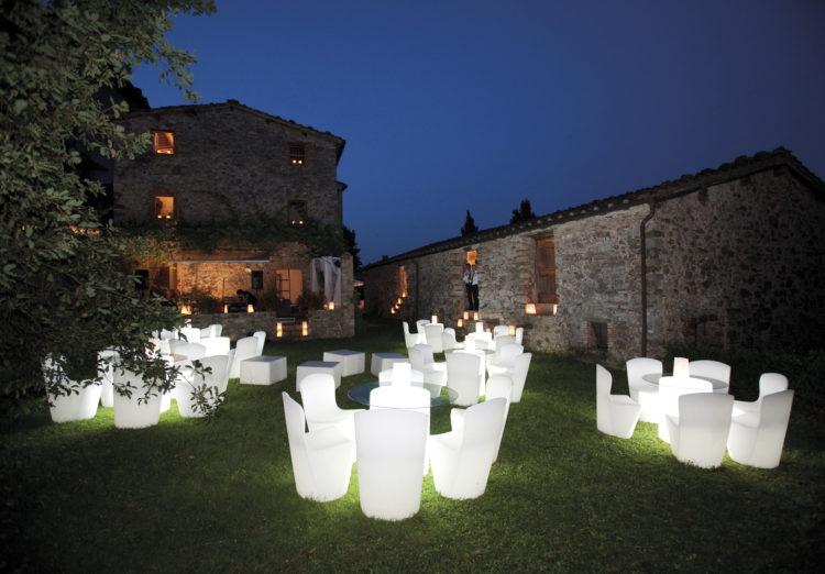 Die LED-Stühle sorgen für eine launige Atmosphäre.