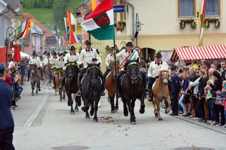 BU6 Kranzelreiten 750x499 - Kranzelreiten in Weitensfeld