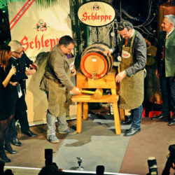 879699 250x250 - VIP Schleppe Bockbieranstich