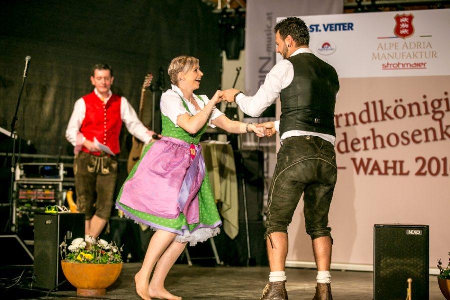 Dirndlkönigin Wahl 2017 3 - Dirndlkönigin und Lederhosenkaiser Wahl 2017