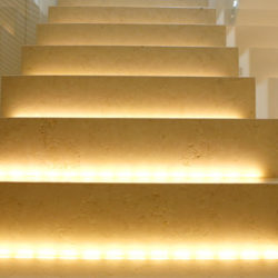 Margraf Scala in Bianco Perlino Spazzolato 250x250 - Stiegenaufgang mit Beleuchtung