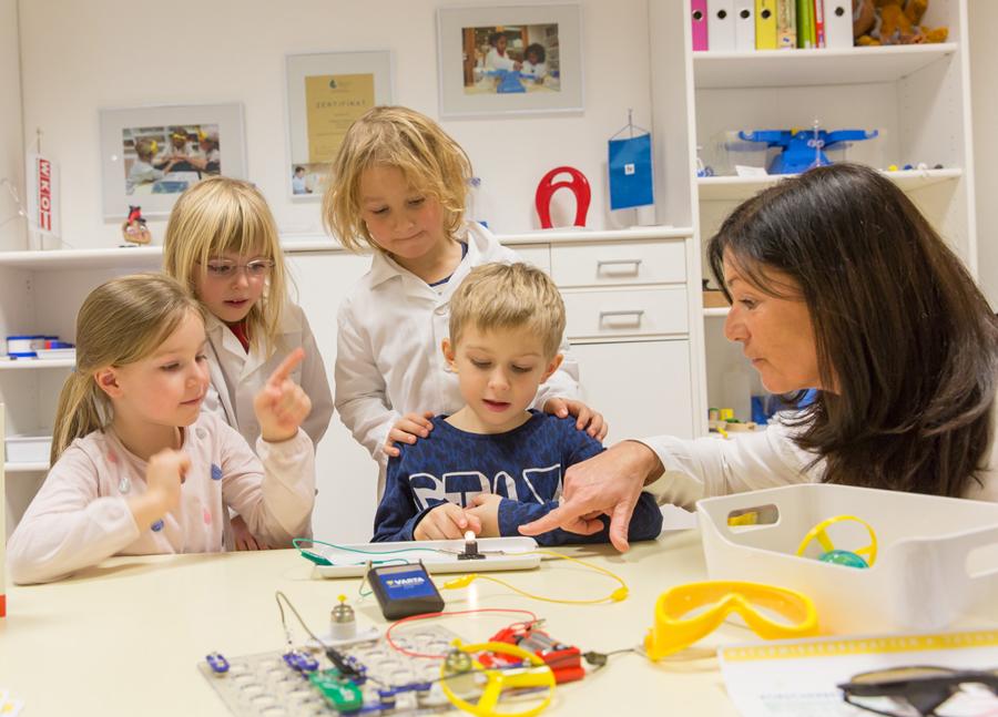 Sonnenschein Kindergarten - Experimente im Forscherkindergarten Sonnenschein Klagenfurt