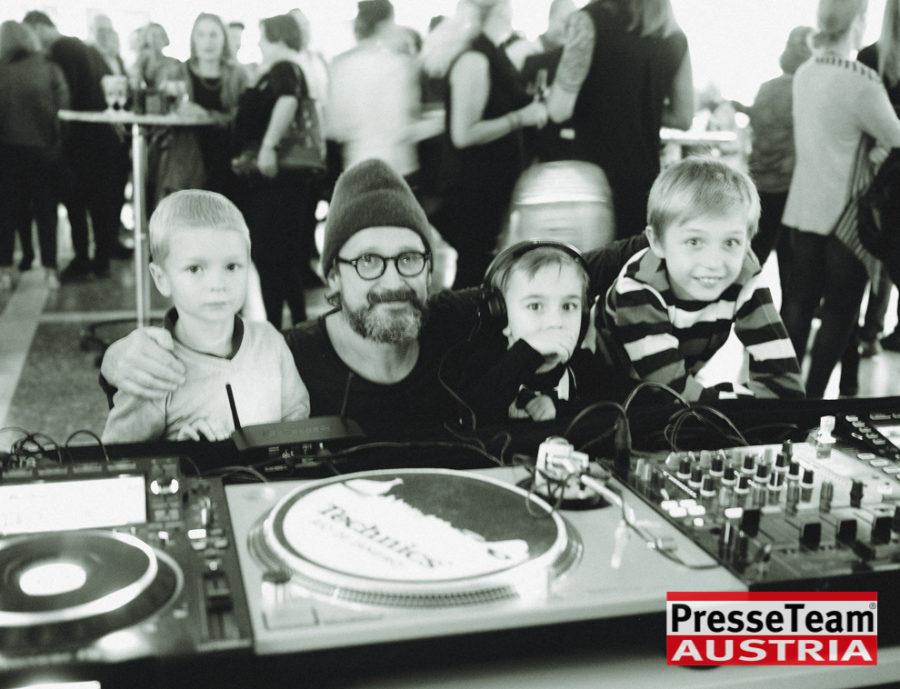 """Gernot Gleis  anSCHAUungen  DSC 9640 sw - Vernissage: """"anSCHAUungen""""- Menschenbilder von Gernot Gleiss"""