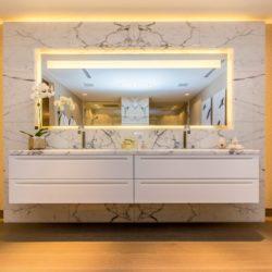 Margraf Rivestimento in Bianco Statuario 01 250x250 - DAS BADAMBIENTE AUS MARGRAF-MARMOR - Der Luxus, einzigartig zu sein