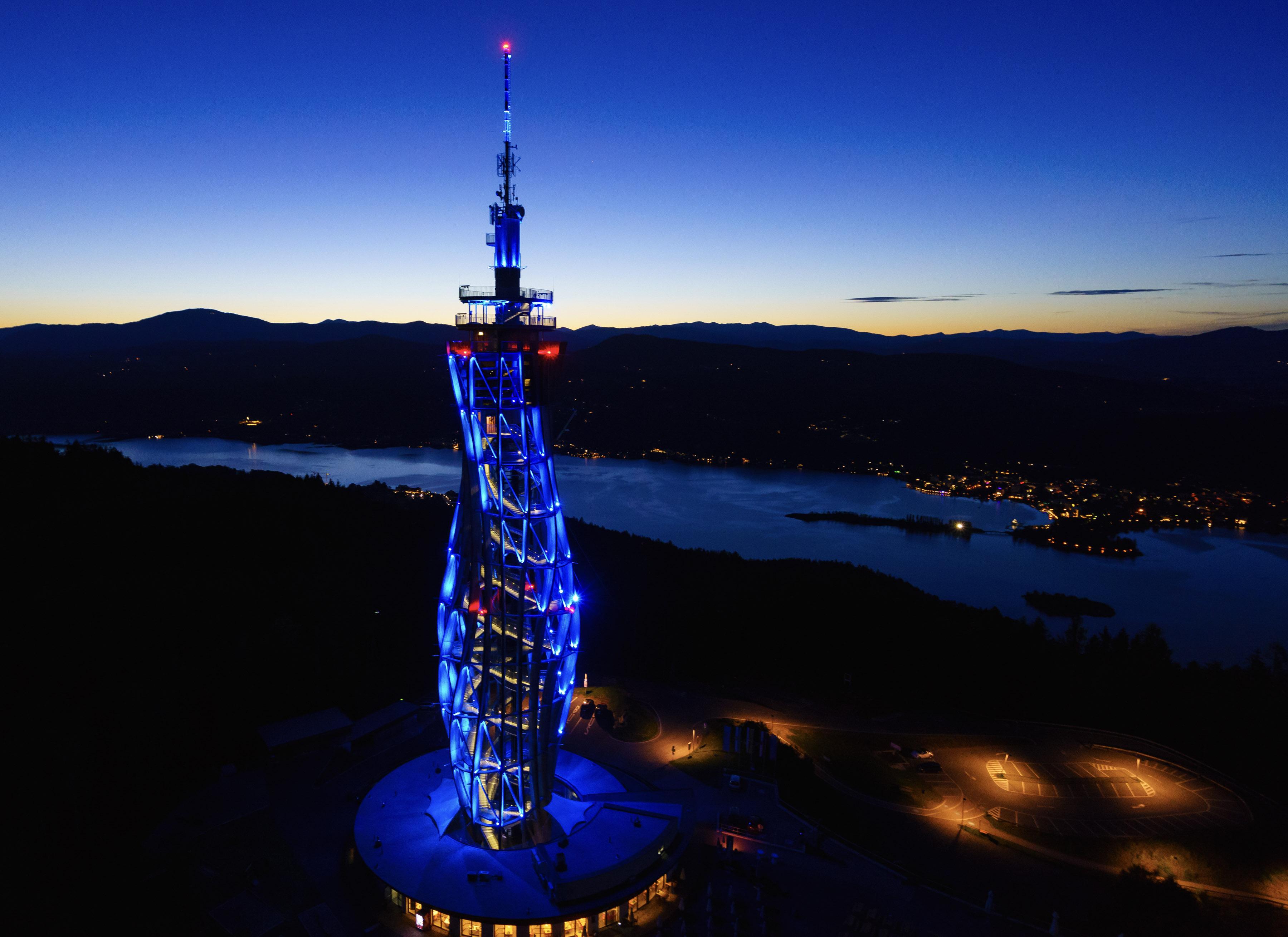 Pyramidenkogel Blau - Pyramidenkogel-Turm wird Eishockey-Botschafter