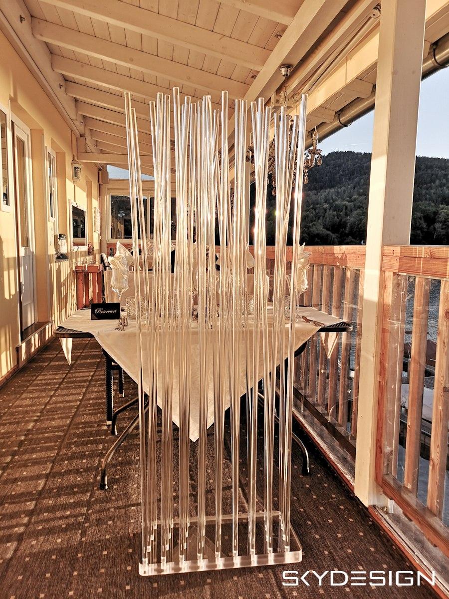 Sichtschutz aus Plexiglas am Balkon