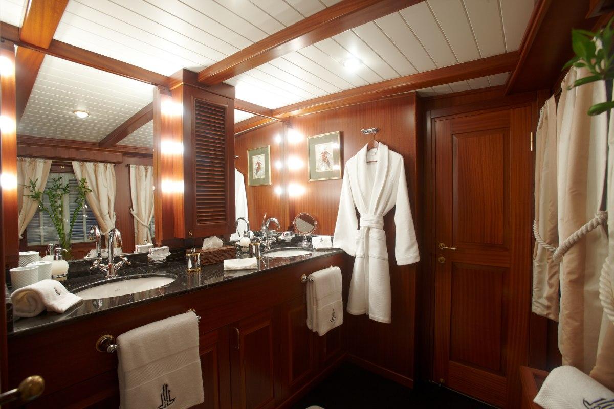 MASTER CABIN BATHROOM - VIVAMAYR at SEA - außergewöhnliche Schiffsreise mit Vivamayr Chefärzte