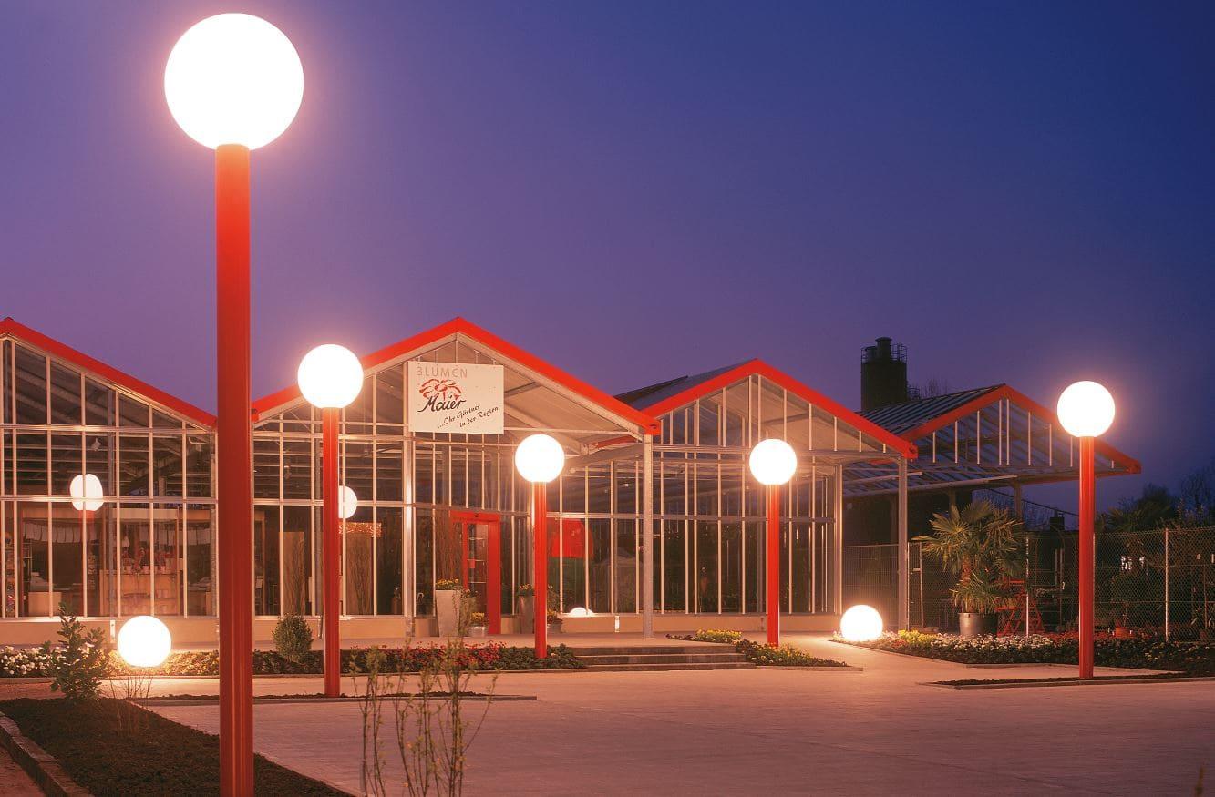 kugeln weiss beleuchtet masten leuchtkugeln - Kugelleuchten & Kugellampen für den Garten Gartenkugeln Leuchtkugeln mit LED