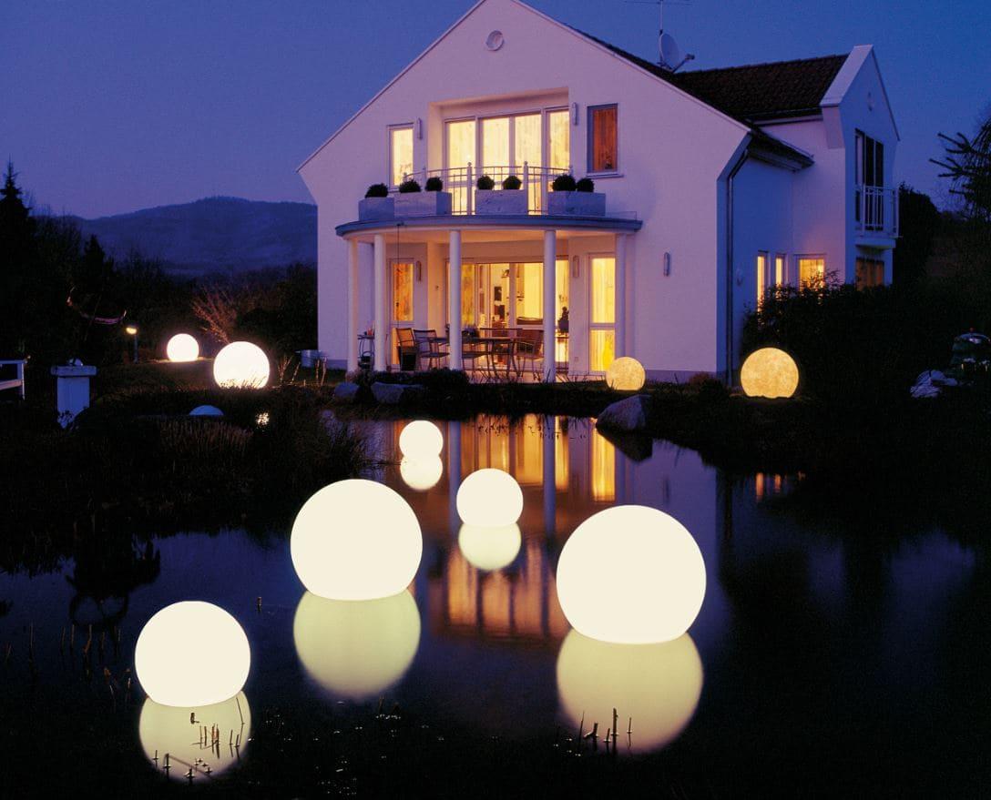 schwimmende kugeln im biotop beleuchtet - Kugelleuchten & Kugellampen für den Garten Gartenkugeln Leuchtkugeln mit LED