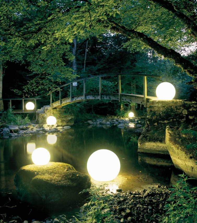 weisse gartenkugeln beleuchtet biotopbeleuchtung - Kugelleuchten & Kugellampen für den Garten Gartenkugeln Leuchtkugeln mit LED