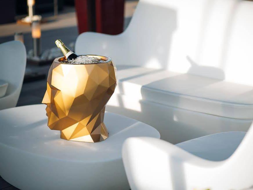goldener kopf lounge moebel - Aufgefallene Pflanzengefäße in Kopfform